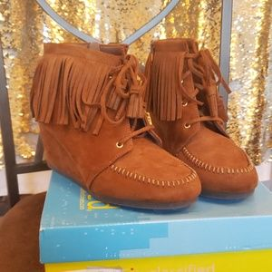 Moccasin wedges